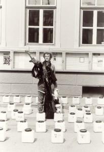 78d. - 1989 Marktplatzaktion in St. Lambrecht - schöner Müll